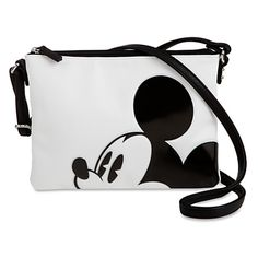 [Enor-mouse style]Go hands-free with the leader of the club and you'll surely lead the trends. This stylish crossbody bag stars Mickey in cutest-ever friendly fashion.