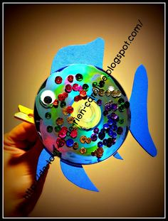 Rainbow fish craft with a CD. Rainbow fish has a movable mouth! Great addition in the dramatic area :)