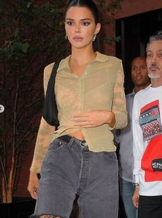 View the Kendall Jenner style record, one of the best looks put on by on fad Kendall. Kendall Jenner Outfits Casual, Kendall Jenner Mode, Casual Outfits, Cute Outfits, Fashion Outfits, Womens Fashion, Kylie Jenner, Kendall Jenner Makeup, Mom Outfits