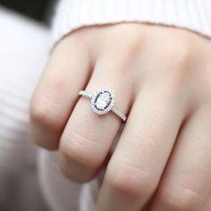 Oval kesim pırlantalar çok zarif ve şık duruyor ve nadir bulunuyor  ✨✨#burcuokutwedding #engagementring #engagement #wedding #weddingday #weddingbands #weddingring #alyans #tektaş #soloverly #ojesizgezmeyenlerkulubu #gelin #gelinlik #gelindamat #gelinçiçeği #bride #brides #bridebook #bridetobe #howheasked #showmeyourrings #diamondring #fashionblogger #gününkaresi #gününsunumu #marthaweddings #denemenlazım #instalove #istanbul #love