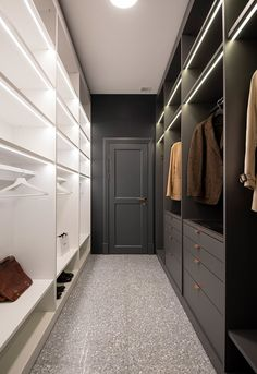 Interior MFN - Picture gallery Wardrobe Closet, Master Closet, Walk In Closet, Decoration Gris, Appartement Design, Kitchens And Bedrooms, Apartment Interior Design, Interior Ideas, Hanging Storage