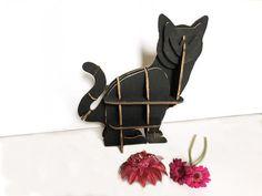Gatta nera Frida scultura design arredo casa per veri amanti dei gatti contenitore mensola mobile di cartone riciclato regalo vegan naturale