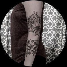 Eeeee so pretty and so fun! Thanks Emily 🙏🏼 #blackwork #blackworktattoo #blackworkerssubmission #silverbackink #kingpintattoosupply #floraltattoo #botanicaltattoo #armbandtattoo #wyomingwildflowers #wyoming #amydowelltattoo #thepaintedlady #amydowellart #iamthepaintedlady #amydowell