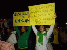 18 de junho de 2013 - Ao som do Hino Nacional, a comunidade brasileira de Sydney, na Austrália, se reuniu no Hyde Park, um dos principais parques da área central da cidade, em um ato pacífico de apoio aos protestos que vêm ocorrendo no País (Foto: Liz Lacerda / Especial para Terra)