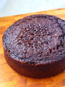 Basic but juicy chocolate cake to fill and frost Sweet Desserts, Sweet Recipes, Baking Recipes, Dessert Recipes, Cake Factory, Different Cakes, Pastry Cake, Let Them Eat Cake, No Bake Cake