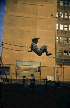 Ernst Haas, New York, 1956 : Ale Fella