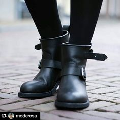 Biker boots are also a fashion boots. Pic by @moderosa #sendralovebloggers #sendra #sendraboots #highquality #handmadeboots #madeinspain #loveboots #fashionboots #fashion #design #trend #look #streetstyle #style #outfit #ootd #outfitoftheday #biker #blogger #fashionblogger