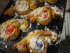 monas de pascua de Valencia Valencia, Doughnut, Easter, Bread, Desserts, Food, Donut Holes, Breads, Eggs
