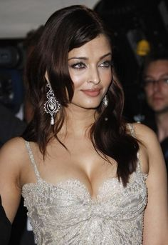Aishwarya Very Hot Cleavage Display in White