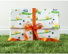 "Gift it Green reusable cotton gift box captures the thrilling experience of unwrapping a gift with its eco-friendly crinkly tissue paper and multiple layers.    Write your name/place on inside tag to 'gift it forward' or keep it (perfect for jewelry or few diapers/wipes).    Small: fits 3 DVDs, 5X7"" frame, iphone jewelry.   Medium: fits 10 DVDs, 8X10"" frame, ipad  Large: fits 25 DVDs, laptop, photo album"