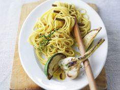 Spaghetti mit gebratenem Knoblauch und Limette ist ein Rezept mit frischen Zutaten aus der Kategorie Spaghetti. Probieren Sie dieses und weitere Rezepte von EAT SMARTER!