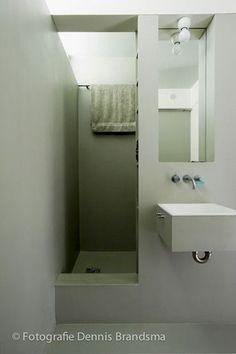 Une petite salle de bain verte et grise déco