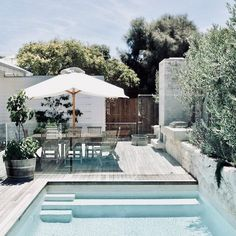 Swimming Pool Design Ideas is based on what can be done with the space in the backyard or garden. A backyard that is too big can be cramped; backyard big Beautiful Minimalist Swimming Pool Design Ideas In Backyard on Small Space on Budget Backyard Pool Designs, Swimming Pool Designs, Pool Landscaping, Backyard Patio, Tropical Backyard, Backyard Privacy, Outdoor Spaces, Outdoor Living, Pool Fence