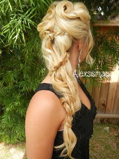 Grecian goddess hairstyle... I will out extensions in to make this hairstyle mine for my wedding. Possibly. Lol