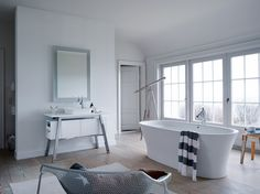 America's renowned beach retreat, Cape Cod, inspired French designer Philippe Starck's latest bathroom collection. Aptly tilted Cape Cod, the new range for DURAVIT reinvents the bathroom, removing the barriers between nature and… Philippe Starck Design, Bathroom Collections, Latest Bathroom, Bathroom Furniture, Cape Cod Bathroom, Minimalist Bathroom, Duravit, Bathroom Design, Bathtub