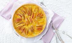 Ein fruchtiger Obstkuchen mit Äpfeln, Birnen und Aprikosen