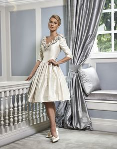Ian Stuart Baroque Boutique offers designer Mother of the Bride outfits in the UK. We're confident we are the best shop for a Mother of the Bride South Wales has to offer. Dress Out, Tulle Dress, Older Bride, Bride Groom Dress, Sophisticated Dress, Gorgeous Wedding Dress, Occasion Dresses, Occasion Wear, Special Occasion