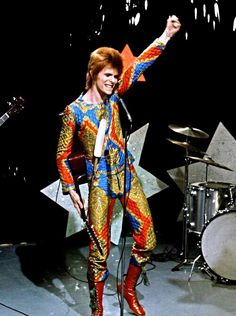 Ziggy Stardust - David Bowie - Performing Starman on Top of the Pops - 1972