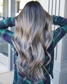 The Best Hair Colour Ideas For A Change-Up This Year - #ChangeUp #Colour #hair #Ideas #Year Blonde Ombre Hair, Blonde Balayage Honey, Purple Balayage, Hair Color Balayage, Blonde Color, Balayage Highlights, Hair Color Ideas For Brunettes Short, Short Dark Hair, Hair Painting