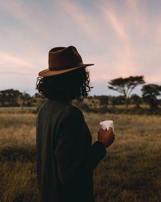 Sonnenaufgänge sind magisch und lassen uns träumen… Kommt mit auf eine spannende Entdeckungstour in die Region wo der wunderbar kräftige Kaffee herkommt, der unsere Nuii Rahmglace Dark Chocolate & Tanzanian Coffee so einzigartig macht. 🍨  . Les levers de soleil sont magiques et ils nous font rêver... Découvre avec nous le berceau de ce café merveilleusement intense, qui fait de notre crème glacée Nuii Dark Chocolate & Tanzanian Coffee un plaisir à nul autre pareil. 🍨  . #Nuii #IceCream… Cowboy Hats, Business, Instagram, Bassinet, Sun, Sunrise, Unique, Kaffee, Store