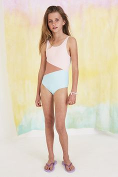 The Soft Gallery Darlin one piece girls swimsuit is made in a contemporary, mixed colorblock print. Little Girl Bikini, Little Girl Swimsuits, Bikini Girls, Teen Girl Fashion, Teen Girl Outfits, Kids Outfits, Cute Young Girl, Cute Girls, Mode Für Teenies