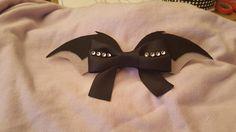 Arco de alas de murciélago por BowTiqueDivasCA en Etsy