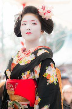 Geiko-san & Maiko-san: 北野天満宮 梅花祭 Kitano-Tenmangu Bai-Ka-Sai Kyouto (by It...