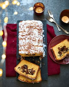 Mince pie loaf cake with streusel topping Mince Pies, Streusel Topping, Loaf Cake, German Streusel Recipe, Christmas Baking, Christmas Treats, Biscuit Spread, Biscoff Biscuits, Custard Powder