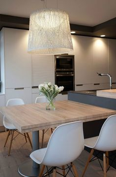 Trendy Kitchen Table And Chairs Ideas Space Saving Luxury Kitchens, Modern Kitchen, Contemporary Kitchen, Kitchen Dining Room, Kitchen Benches, Modern Kitchen Tables, Home Kitchens, Kitchen Style, Kitchen Design