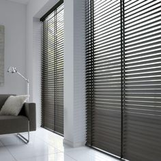 Picture 007 Blinds And Curtains Living Room, Blinds For Windows, My Living Room, Home And Living, Living Room Decor, Style At Home, Modern Interior, Home Interior Design, Store Venitien