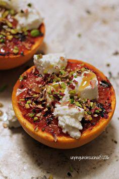 Grilled Grapefruit with Goats' Cheese, Pistachos and Honey - Pompelmo grigliato con caprino, pistacchi e miele di corbezzolo   Un Pinguino in cucina