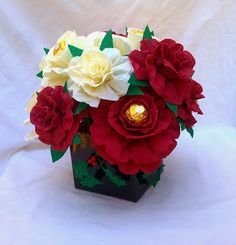 Crepe paper flowers with chocolates gift boxes Ferrero Rocher Bouquet, Chocolate Gift Boxes, Cloth Flowers, Crepe Paper Flowers, Chocolate Bouquet, Candy Bouquet, Flower Making, Flower Patterns, Flower Art