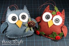 Adorable felties from Anna Wight. Owl Ornament, Ornament Crafts, Felt Ornaments, Christmas Owls, Christmas Crafts, Christmas Ideas, Xmas, Traditional Christmas Ornaments, How To Make Scrapbook
