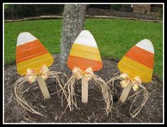 Wood Candy Corn Fall Decoration Yard Stake Yard Art - WildeWoodTreasures (Leads to No-Longer-Etsy item, but looks easy. Candy Corn, Fall Candy, Fall Projects, Halloween Projects, Wood Projects, Halloween Ideas, Holidays Halloween, Halloween Crafts, Halloween Camping