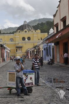 Vendeur ambulant de glace à Antigua au Guatemala