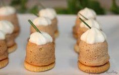 JULIA Y SUS RECETAS nos deja esta genial receta para cuando tenemos invitados en casa y queremos sorprender con entrantes diferentes. Se trata de unos bombones salados de atún y mayonesa. ¡Atentos!