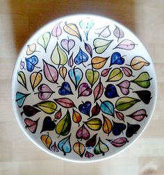 Plat fondo de ceràmica. Juny 2015 Handpainted salad plate. June, 2015 Plates, Tableware, Cook, Recipes, Licence Plates, Dishes, Dinnerware, Plate, Dish