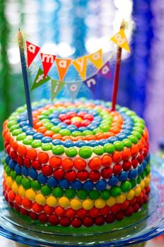 Worried you can't frost the perfect cake? Well then use Skittles to make an easy rainbow birthday cake! Rainbow Parties, Rainbow Birthday Party, Birthday Parties, Birthday Cake, Birthday Ideas, Bolo Rasta, Skittles Cake, Smarties Cake, Rainbow Food