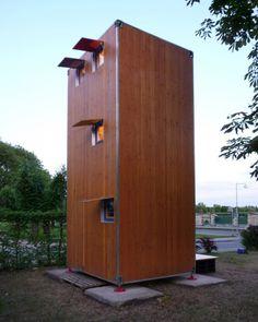 Homebox significa literalmente 'caja casa' y, literalmente, se trata de eso, una casa completa de dos pisos en una caja de un tamaño algo menor que un típico