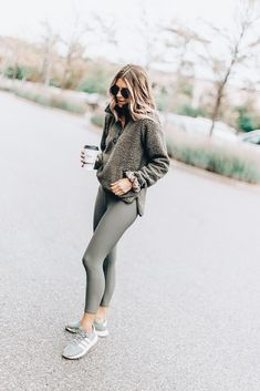 Cozy fleece for fall clothes kläder, träningskläder, gardero Mode Outfits, Casual Outfits, Fashion Outfits, Casual Athletic Outfits, Fashion Women, Lazy Winter Outfits, Cold Weather Outfits Casual, Sport Outfits, Cold Spring Outfit