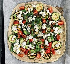 Pizza med gedeost & salvie (fra haven - i hvert fald sidstnævnte)