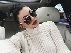 Kylie Jenner the selfie queen // celebrity style crush // Kendall Y Kylie Jenner, Kylie Jenner Makeup, Kylie Jenner Style, Kyle Jenner, Kylie Jenner Sunglasses, Kylie Jenner Eyebrows, Estilo Kylie Jenner, Kardashian Jenner, Kardashian Fashion