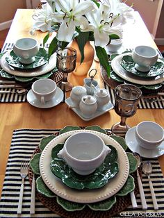 Olla-Podrida: Green & White Table for Summer - could work for St Patrick's too!