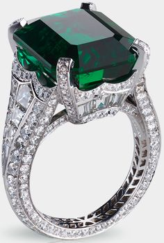 Fabergé Solyanka emerald ring. This piece is set in platinum and features 14 baguette diamonds and 251 round diamonds totalling 5.62 carats. The centre stone is an emerald of 13.73 carats.
