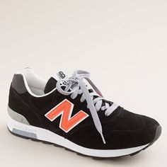 I want these.  Now.  I'm pretty sure I wore these all through High School.  In gray, natch.
