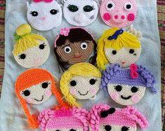 Handmade crochet purses in various designs Each purse comes with crochet strap and zip Made in a smoke/pet free enviroment. Purse size is diameter appro Crochet Shell Stitch, Crochet Motif, Crochet Flowers, Crochet Handbags, Crochet Purses, Crochet Dolls, Crochet Wallet, Cute Crochet, Beautiful Crochet