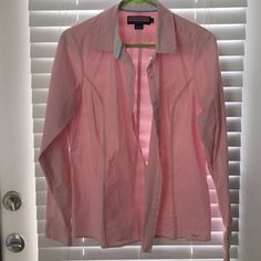 Vineyard Vines pink and white button down Perfect condition! Bought without trying on...a little snug. This is a 10 but this definitely runs small, comparable to a Medium is my best guess! Vineyard Vines Tops Button Down Shirts