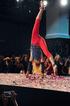 Betsey Johnson Cartwheel | Betsey Johnson does a cartwheel during the Betsey Johnson 70th ...