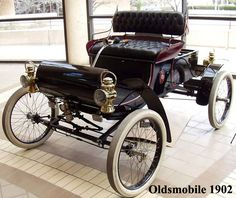 1902 Curved-dash Olds - Yvonne Sundholm and I used to ride around in her dad's curved-dash...