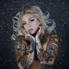 girls with tattoos 24